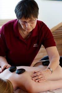 Henrik Schulze Praxis für Physiotherapie Hot Stone